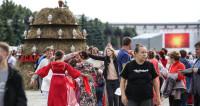 Согрелись телом и душой: на «Самоварфесте» в Москве чай лился рекой (ФОТО)