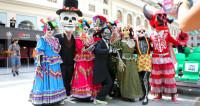 Парад скелетов: мексиканцы отметили День мертвых в Москве. Досрочно