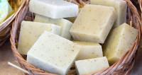 Как для великана: жительница Баку варит гигантский кусок мыла