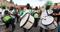 В ритме сальсы: фанатов ЧМ закружил вихрь латиноамериканских танцев