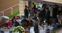 В Москве за матчем Россия – Уругвай следят в барах, парках и даже на ипподроме