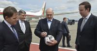 Лукашенко, приехавшего в Москву на мундиаль, встретил волк Забивака