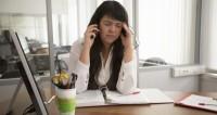 Психолог: когда ребенок отвлекает мать от работы, он чувствует ее горе