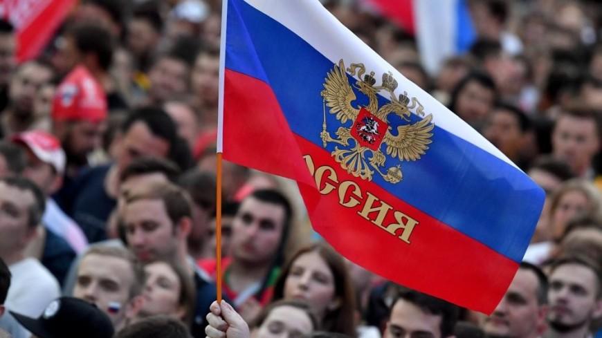 Фанаты распевают «Калинку» перед игрой Россия-Уругвай. И жара не помеха
