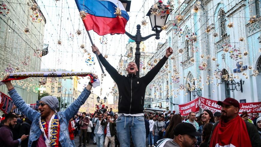 После первой победы России болельщики гуляли всю ночь