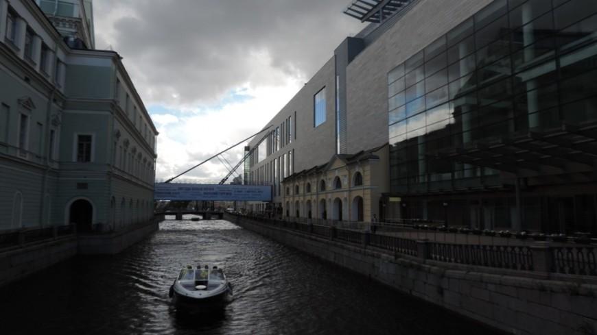 В Петербурге объявлен оранжевый уровень опасности из-за шторма