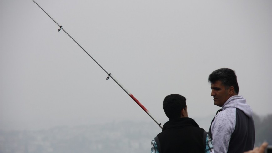 "Фото: Мария Чегляева, ""«МИР 24»"":http://mir24.tv/, мужчины за рыбалкой, рыбалка, рыба, рыбаки на босфоре"