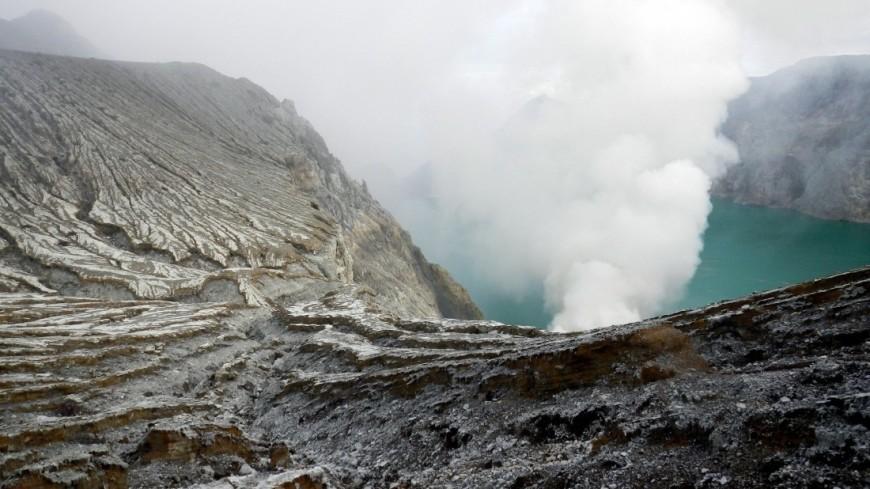 На Гавайях 40 человек арестованы за селфи с лавой вулкана Килауэа