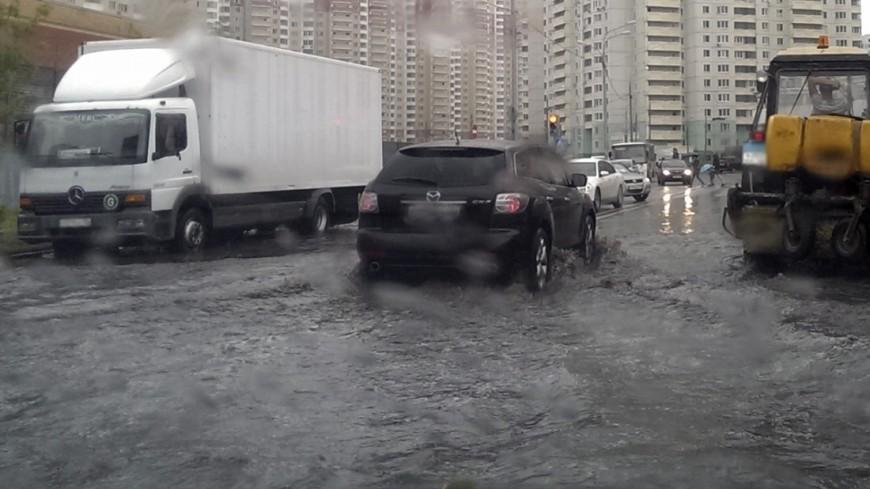 """Фото: Елизавета Шагалова, """"«МИР 24»"""":http://mir24.tv/, потоп, дождь, наводнение, гроза"""