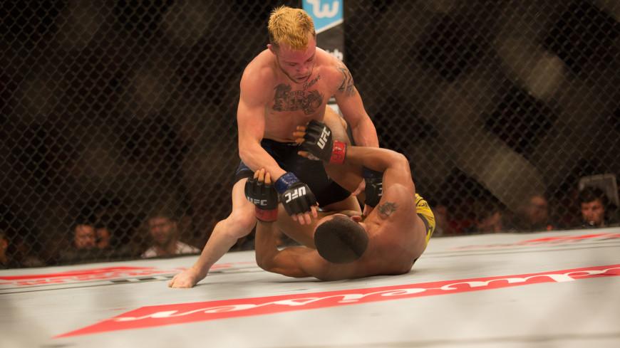 Им все под силу. Боец MMA Джарред Брукс нокаутировал сам себя