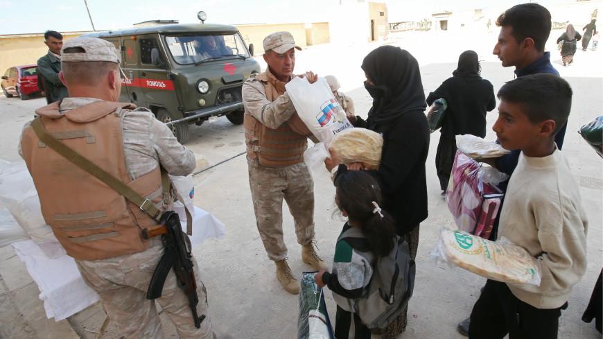 Российские военные за полчаса раздали сирийцам 500 продуктовых наборов