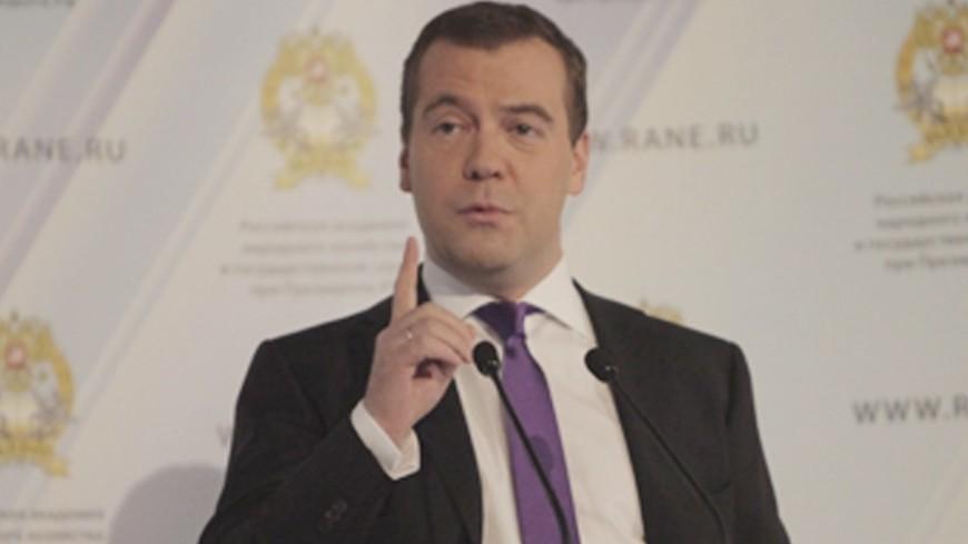 Медведев: В школах Таджикистана применяются учебные стандарты РФ