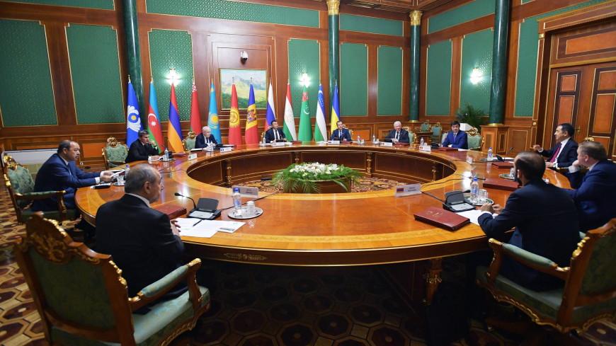 Главы правительств СНГ начали саммит в Душанбе