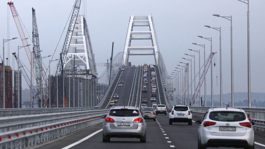 С момента открытия по Крымскому мосту проехало свыше 200 тысяч авто