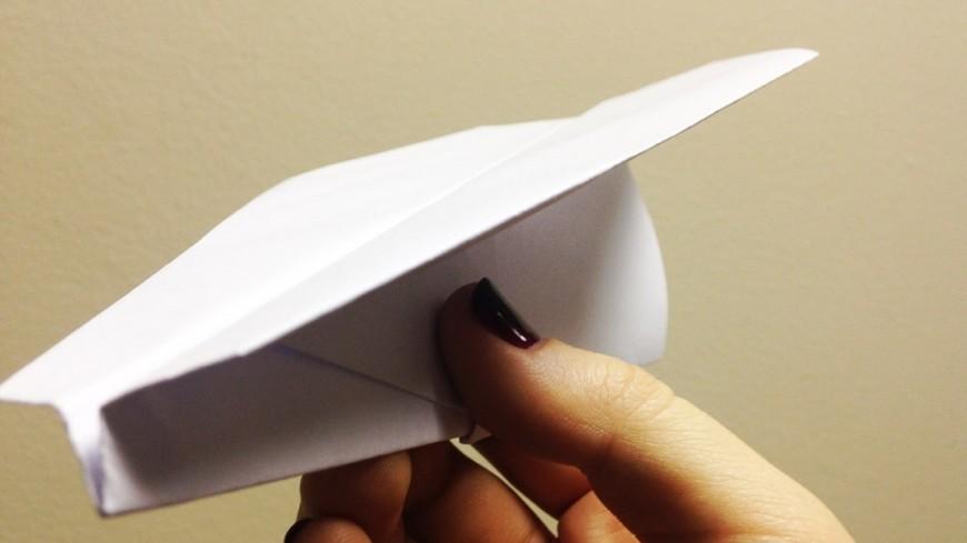 """Фото: Светлана Родина, """"«МИР 24»"""":http://mir24.tv/, оригами, самолетик, бумажный самолетик"""