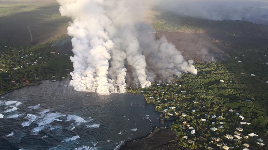 Лава вулкана Килауэа уничтожила десятки домов и испарила озеро