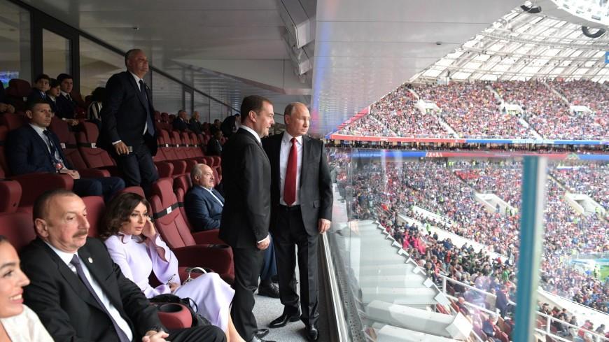 Разводил руками и улыбался: соцсети впечатлила реакция Путина на голы