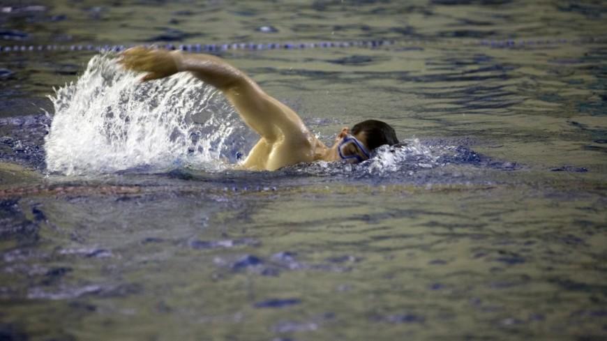 Полный релакс: игроки сборной Англии поплавали в бассейне на единорогах