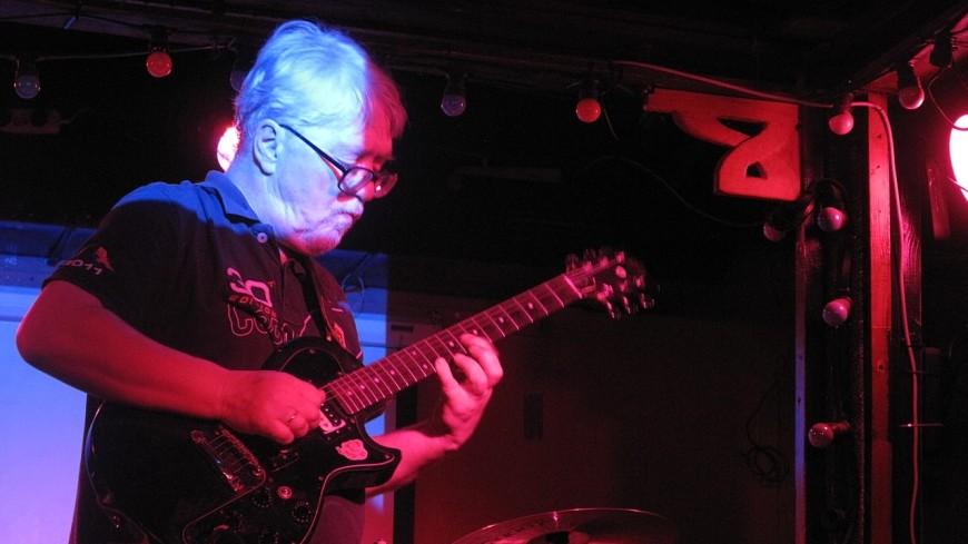 Умер известный российский рок-гитарист Андрей Сучилин