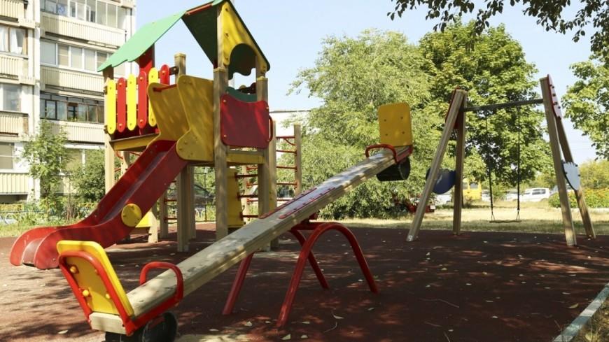 """Фото: Максим Кулачков, """"«Мир24»"""":http://mir24.tv/, дети, качели, детская площадка"""