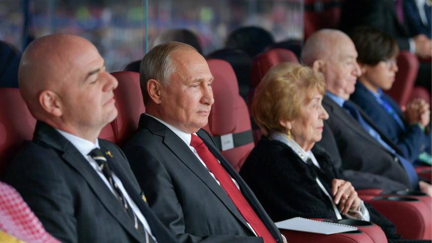 В перерыве первого матча ЧМ Путин пообщался с главами ряда стран