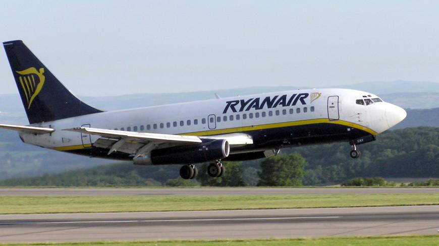 Самолет Ryanair сел в Париже из-за беспорядков на борту