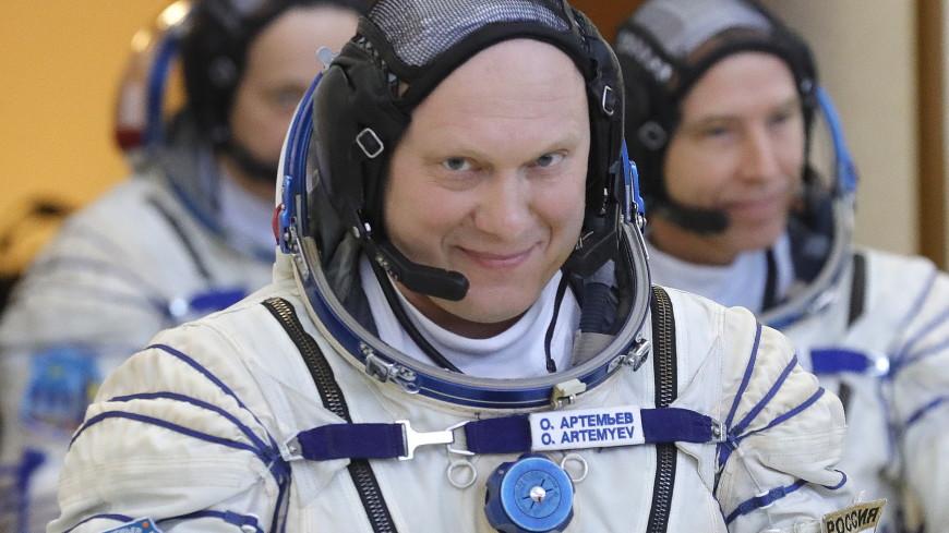 Космонавт Олег Артемьев поздравил сограждан с Днем России с МКС