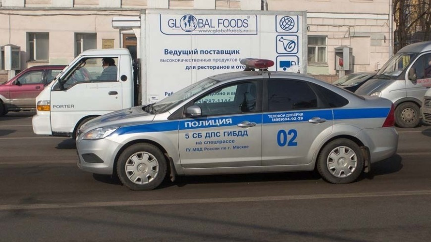 Перевернувшаяся бетономешалка привела к пробке на западе Москвы