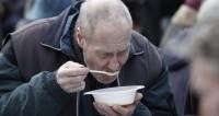 Время добрых дел: волонтеры вместе с РПЦ дарят бездомным тепло