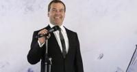 Медведев поздравил паралимпийских спортсменок с медалями