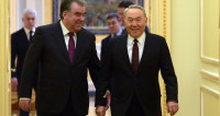Доверие и дружба: Назарбаев вручил Рахмону орден «Парасат»