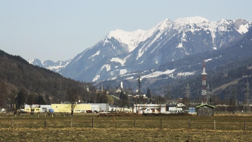 На горных склонах Грузии выпал красный снег