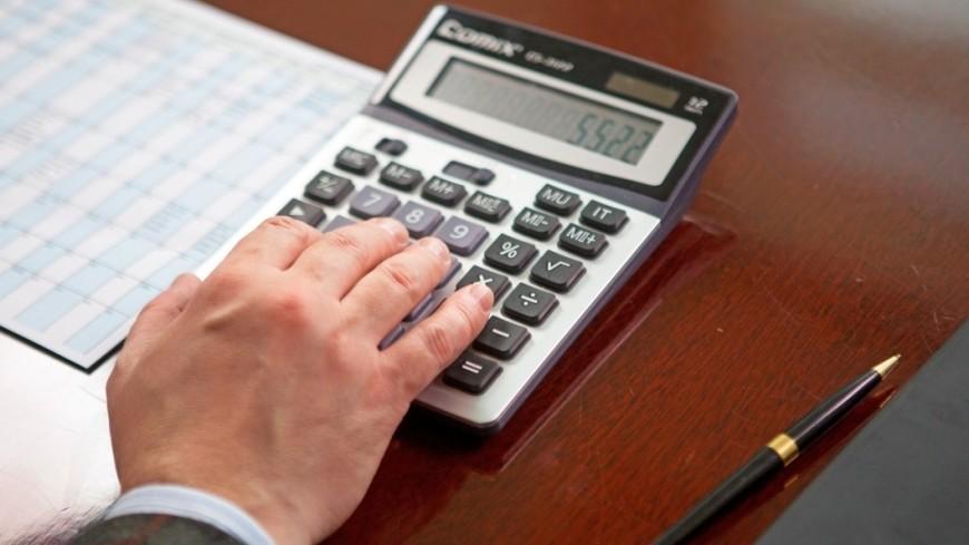 """Фото: Алан Кациев (МТРК «Мир») """"«Мир 24»"""":http://mir24.tv/, экономика, документы, подпись документов, калькулятор, бизнес"""