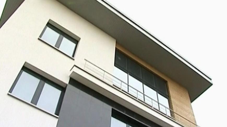 """Скриншот:  """"«Мир24»"""":http://mir24.tv/, недвижимость, коттедж, дом, здание"""