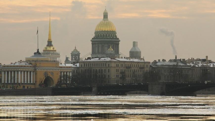 Ледокол на Неве спасает Петербург от наводнения