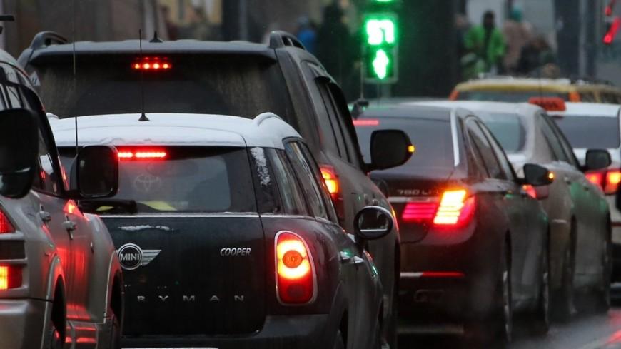 Машины на дорогах Москвы