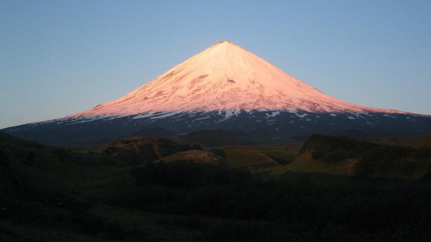 Вулкан Ключевской выбросил пятикилометровый столб пепла