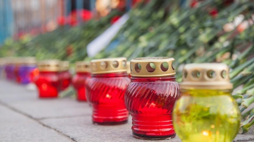 В Москве прошел вечер памяти «Питер, мы с тобой». ,траур, акция, цветы, ,траур, акция, цветы,