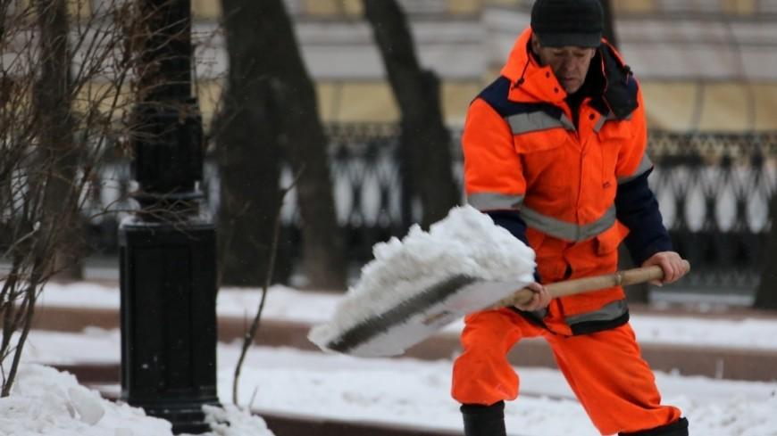 Улицы Москвы от снега убирают 50 тысяч человек