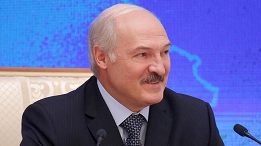 Лукашенко: Женщины делают нашу жизнь ярче и краше