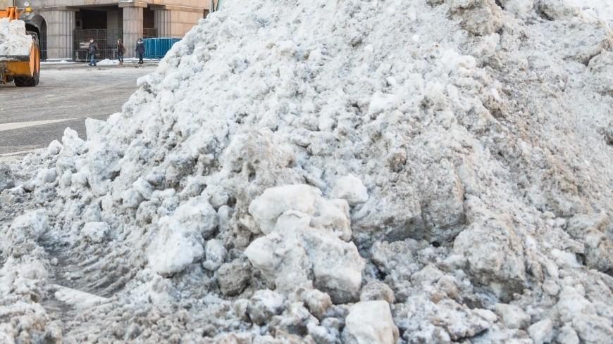 "Фото: Дмитрий Белицкий (МТРК «Мир») ""«Мир 24»"":http://mir24.tv/, зима, снег, снегопад, уборка снега, снегоуборочная техника, сугроб, сугробы"