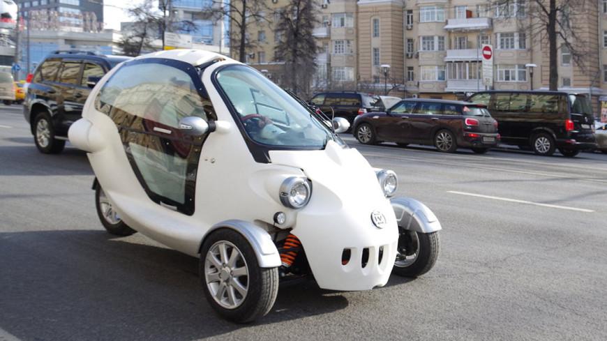 В Москве инженеры собрали двухместный трехколесный электромобиль
