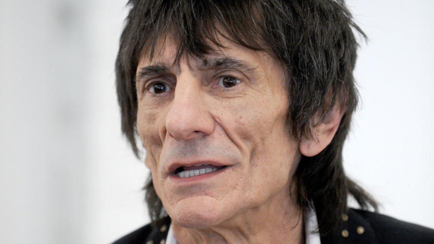 Гитарист Rolling Stones Ронни Вуд победил онкологию легких