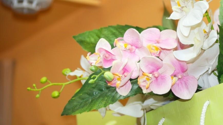 В Бакинской высшей школе нефти 8 марта вручили цветы и грамоты