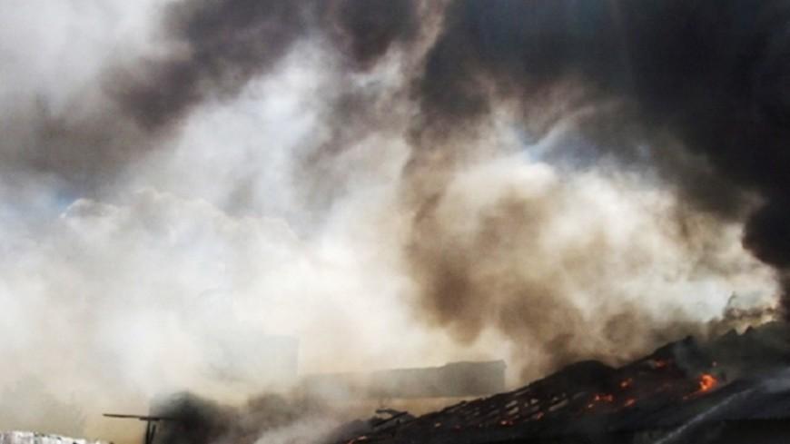 В Новосибирске горит склад на площади 300 «квадратов»
