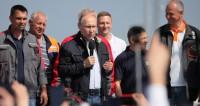 «Поехали»: Путин за рулем «КамАЗа» открыл движение по Крымскому мосту