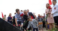 Дань памяти: жители Кишинева пришли к мемориалу «Вечность»