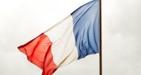 Мигранту, спасшему ребенка в Париже, дадут французское гражданство