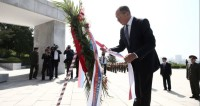 Лавров возложил цветы к памятнику советским воинам в Пхеньяне