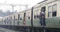 Военный вытащил ребенка из-под движущегося поезда (ВИДЕО)